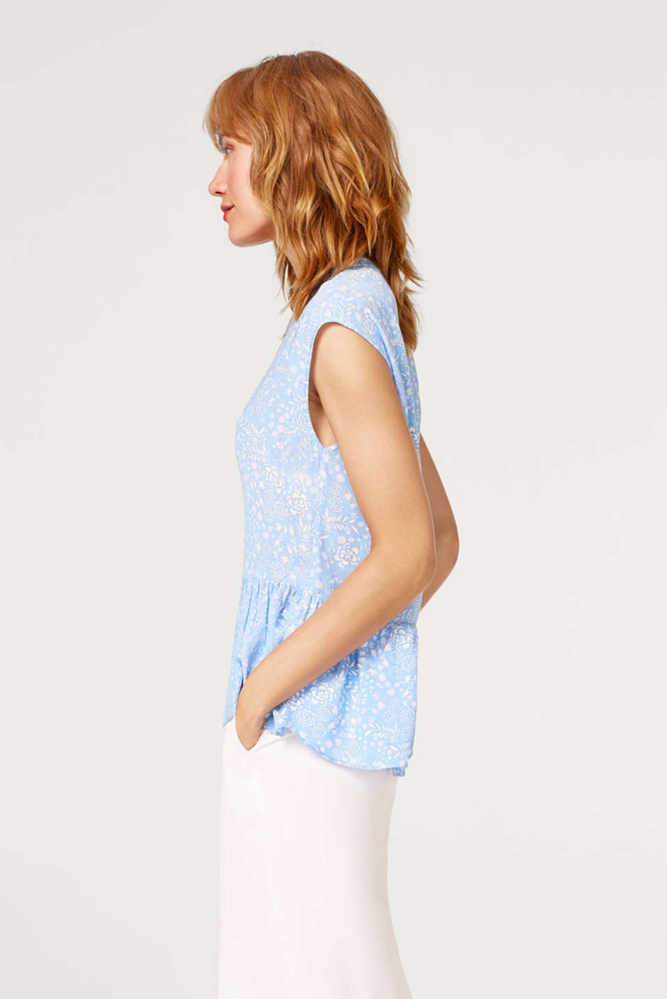 Patterned blouse top with a flounce hem