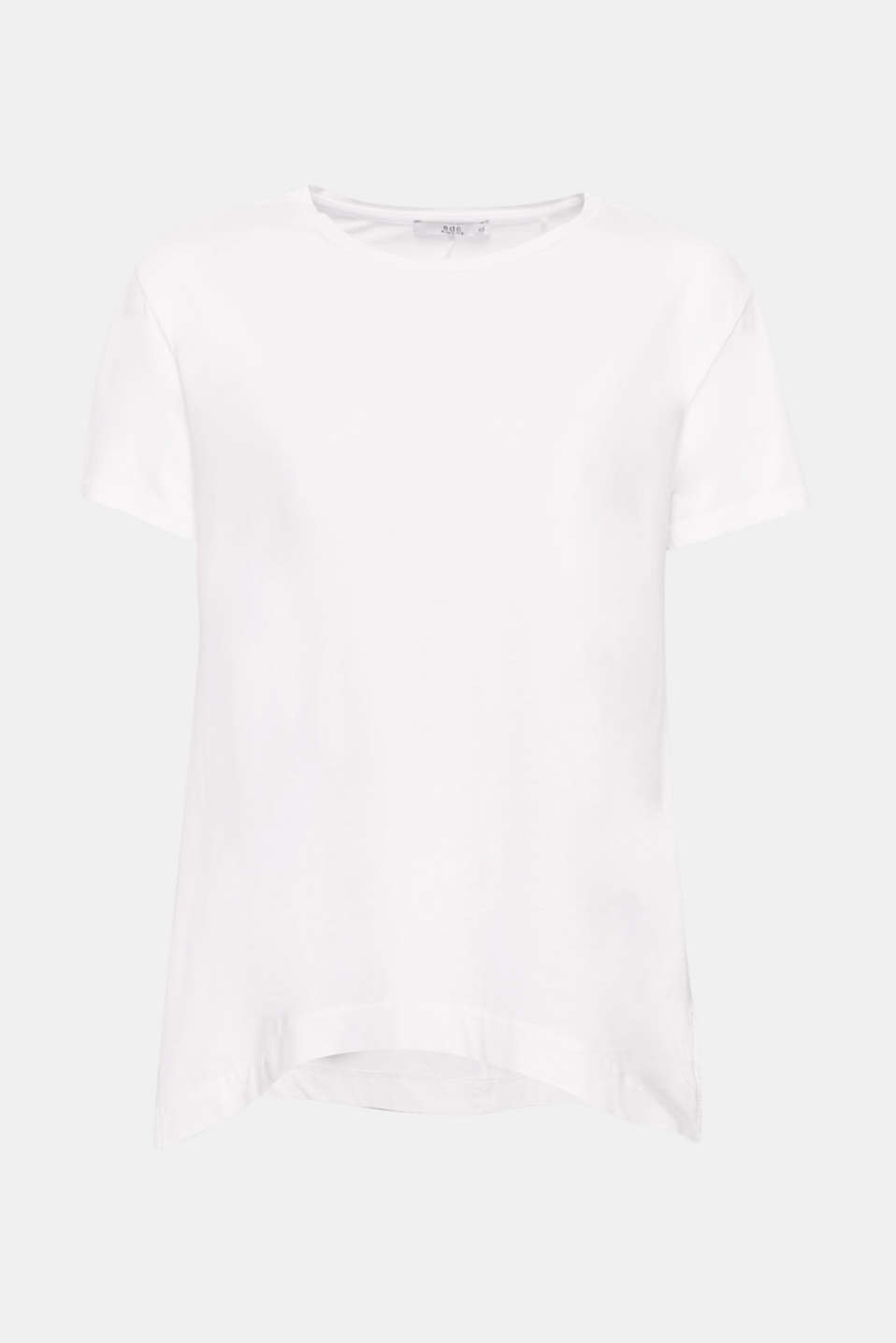A minimalist essential with a new twist: this T-shirt wows with a subtle A-line, pure cotton and airy side slits.