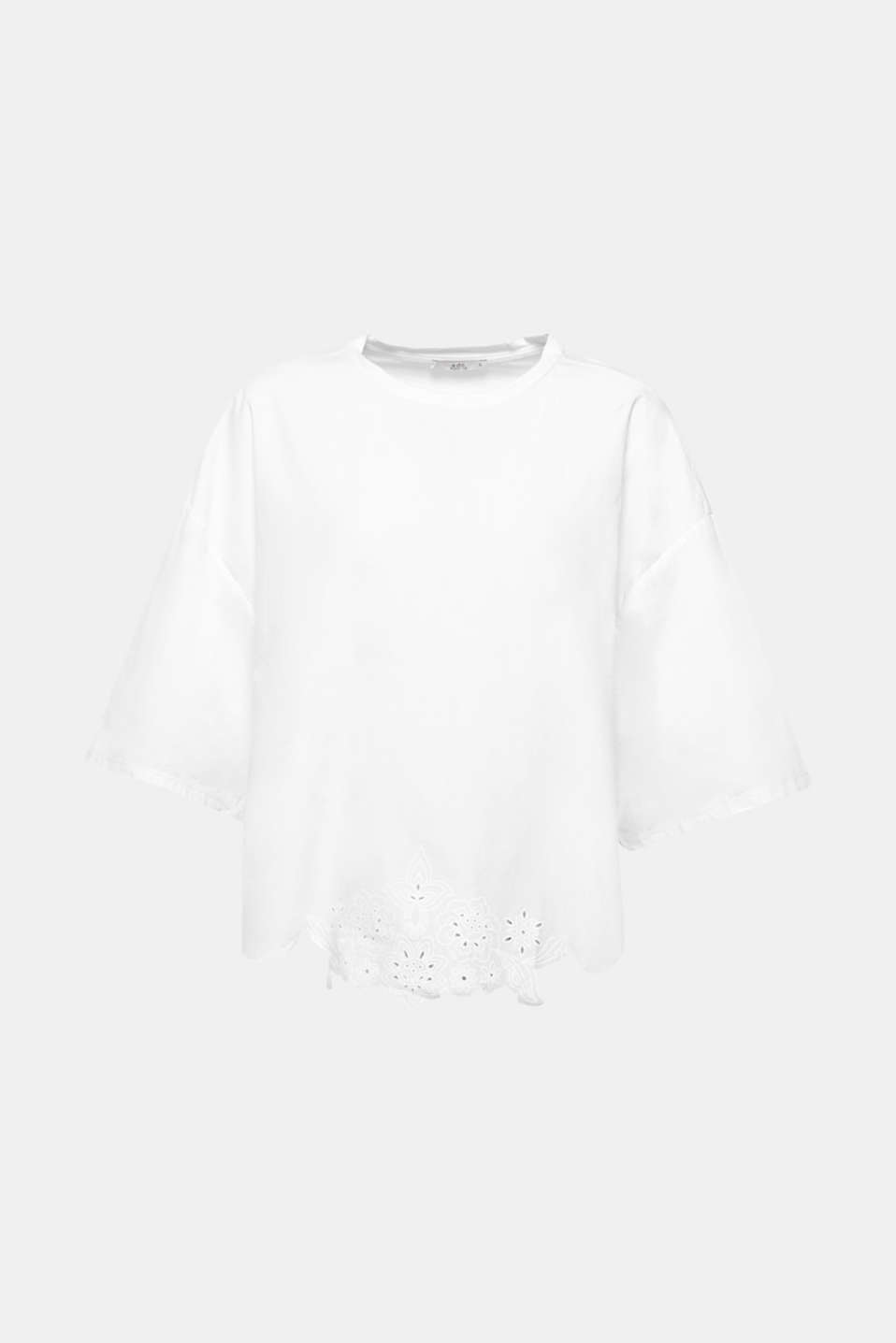 The laser cut on the front in a lace look with a floral print gives this T-shirt in a trendy oversized silhouette its feminine, detail-loving flair.