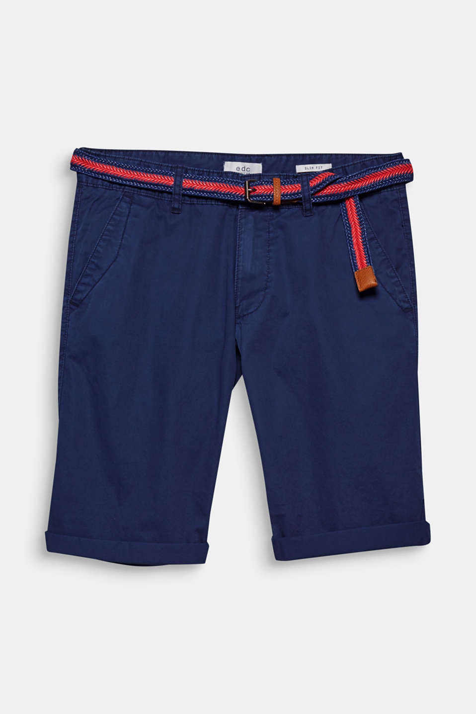 The timeless design of these chino shorts is completed by the two-tone braided belt.