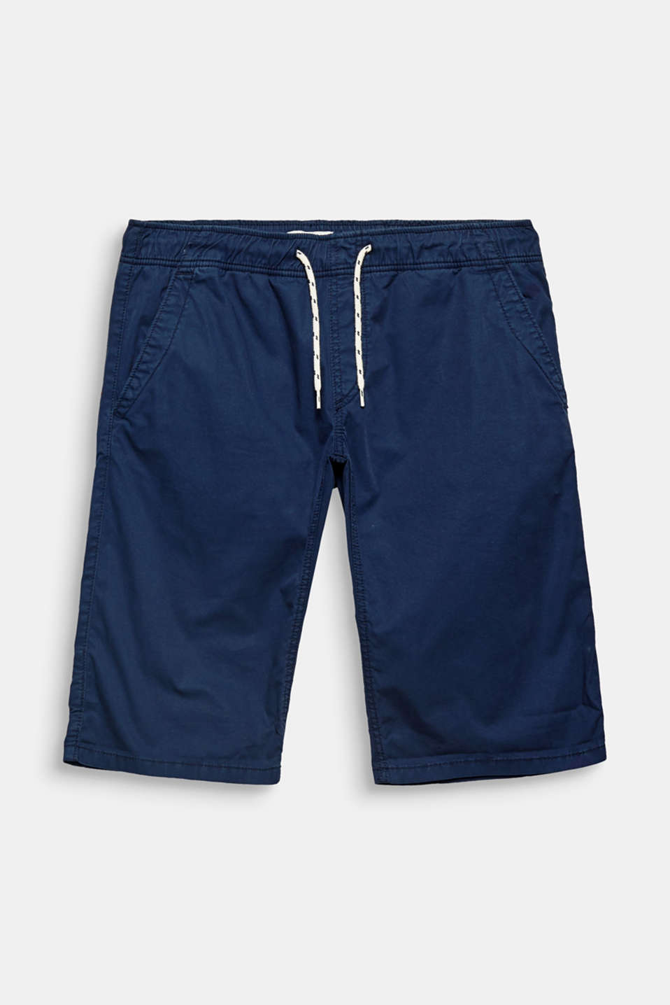 Shorts made of pure cotton in a slim fit with a relaxed drawstring waistband.