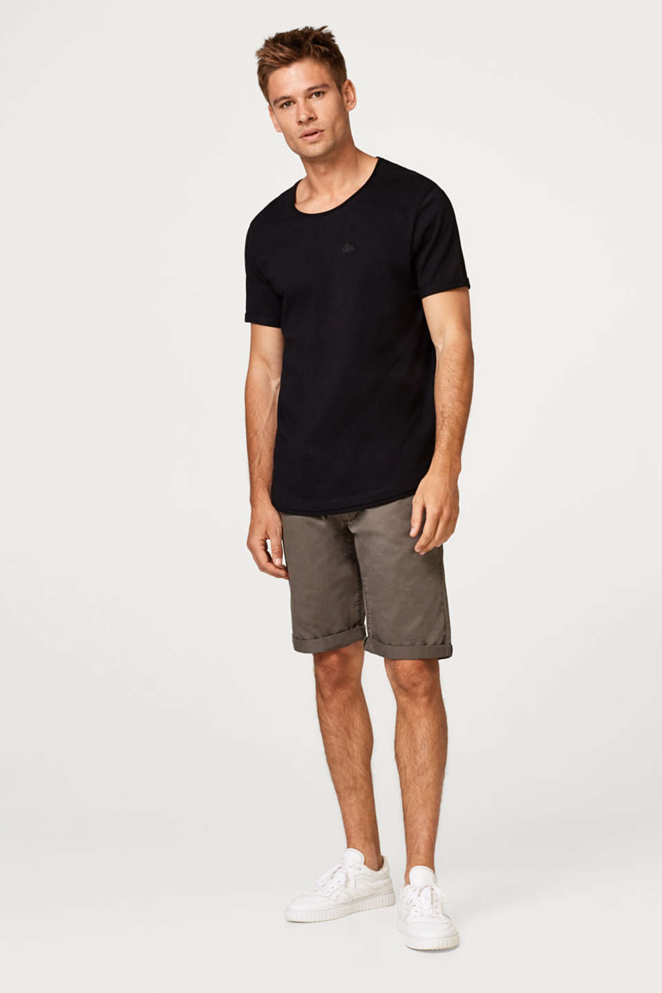 Chino shorts with drawstring, made of cotton