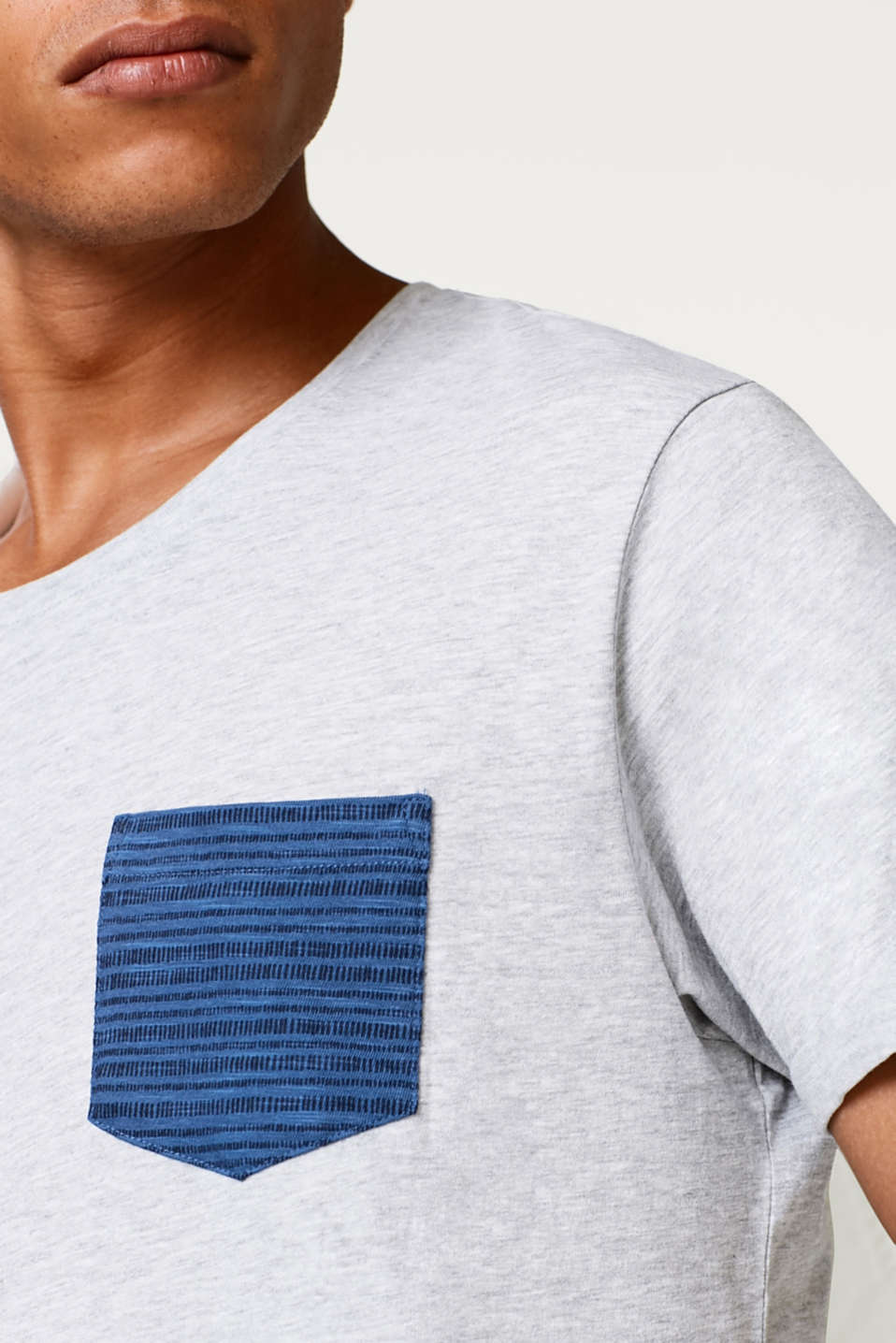 Jersey T-shirt with an accentuated breast pocket