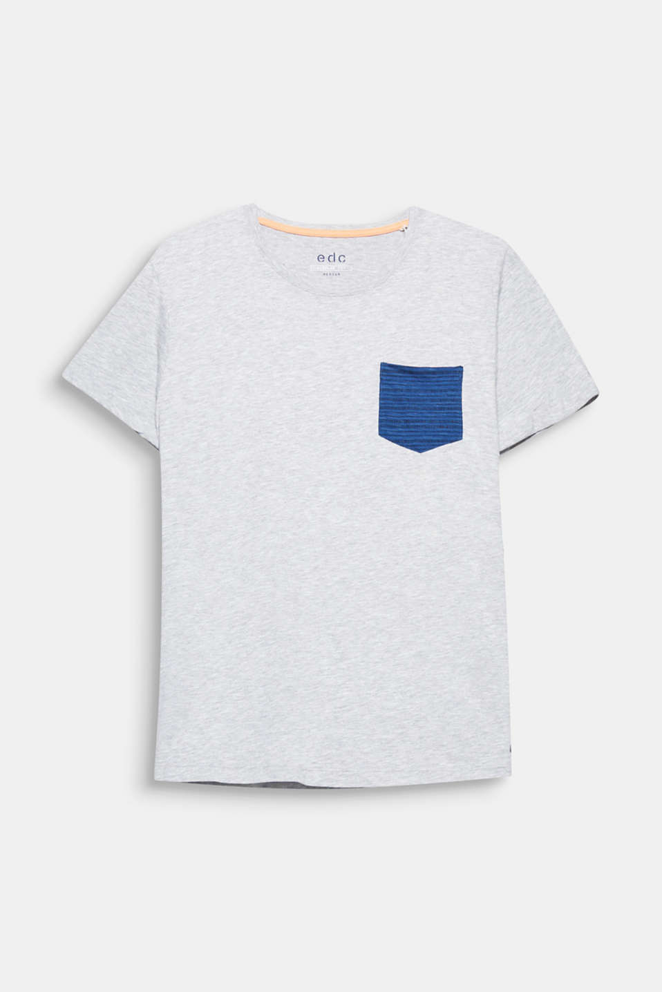 The printed chest pocket creates a trendy accent. Cotton blend T-shirt.
