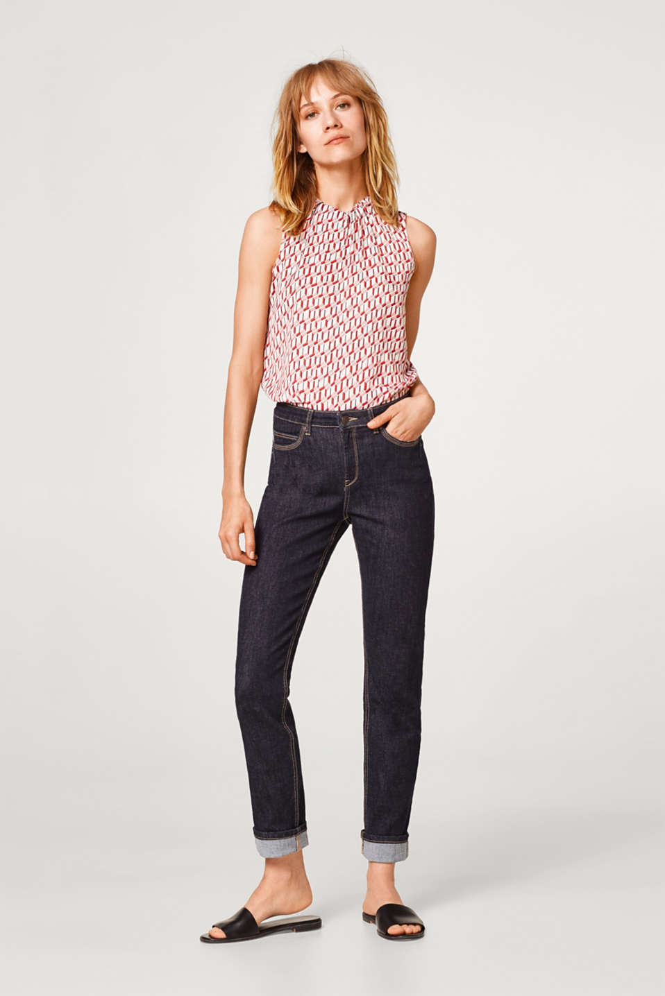 Dark stretch jeans in a five-pocket style