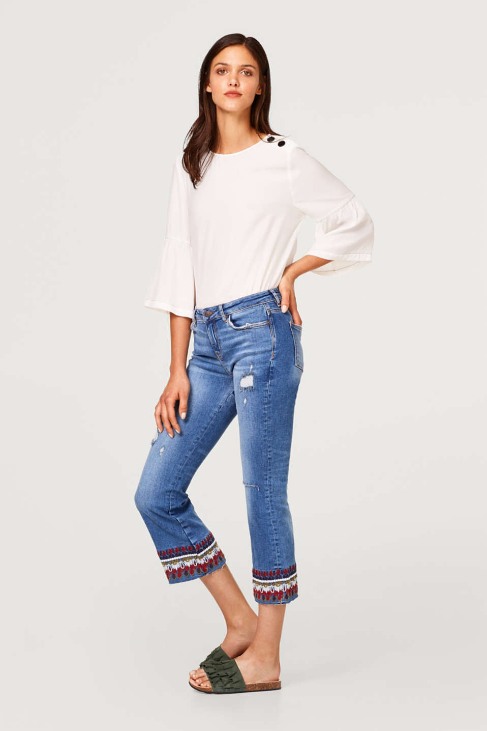 Flared stretch jeans with ethnic embroidery