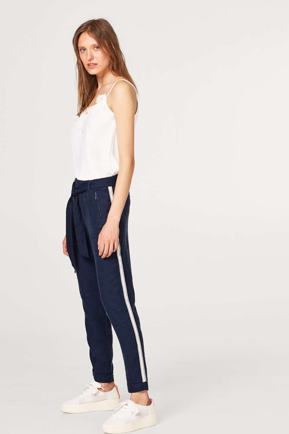 Made of blended linen: trousers with racing stripes