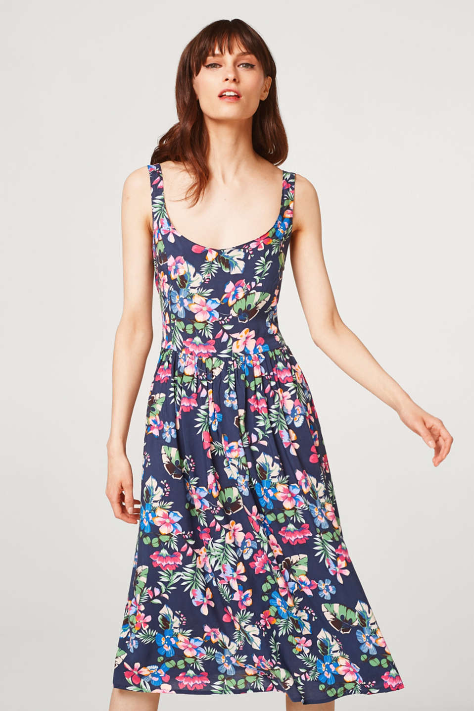Esprit - Wide swirling dress with a floral print