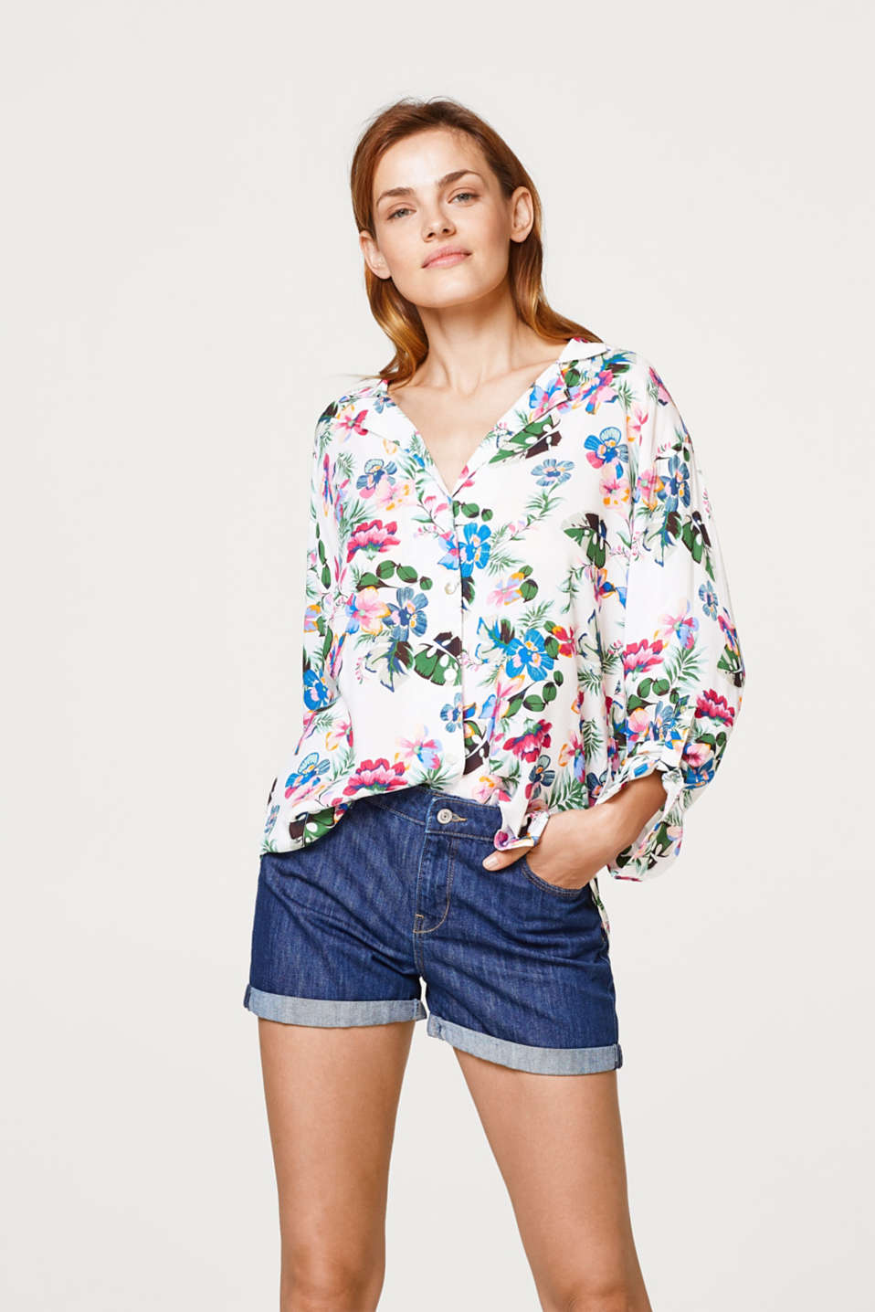 Esprit - Soft blouse with a pyjama style Hawaii flower print
