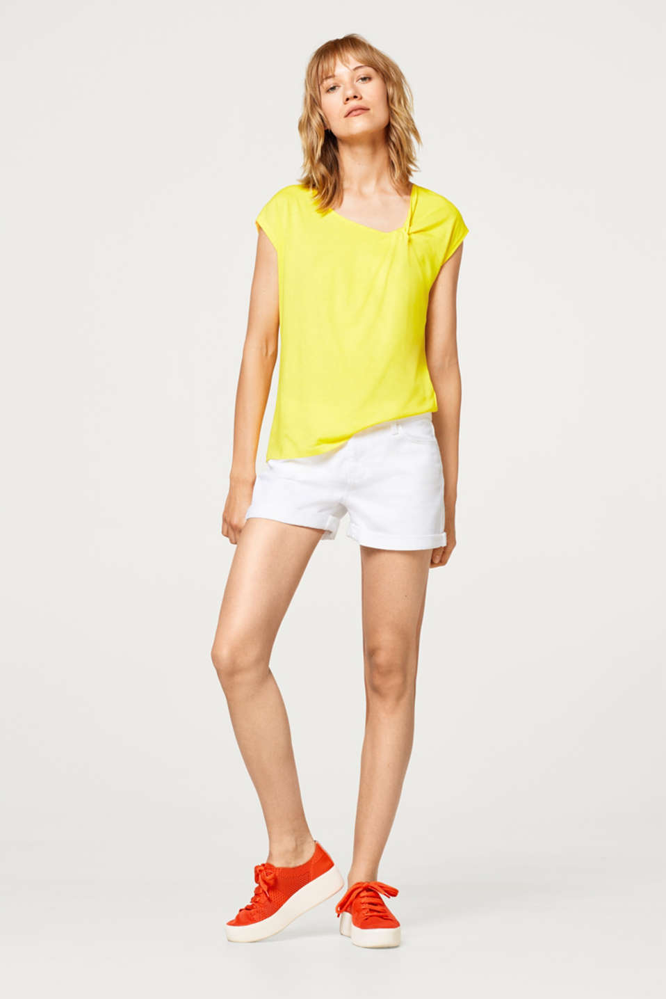 Top with asymmetric knot details
