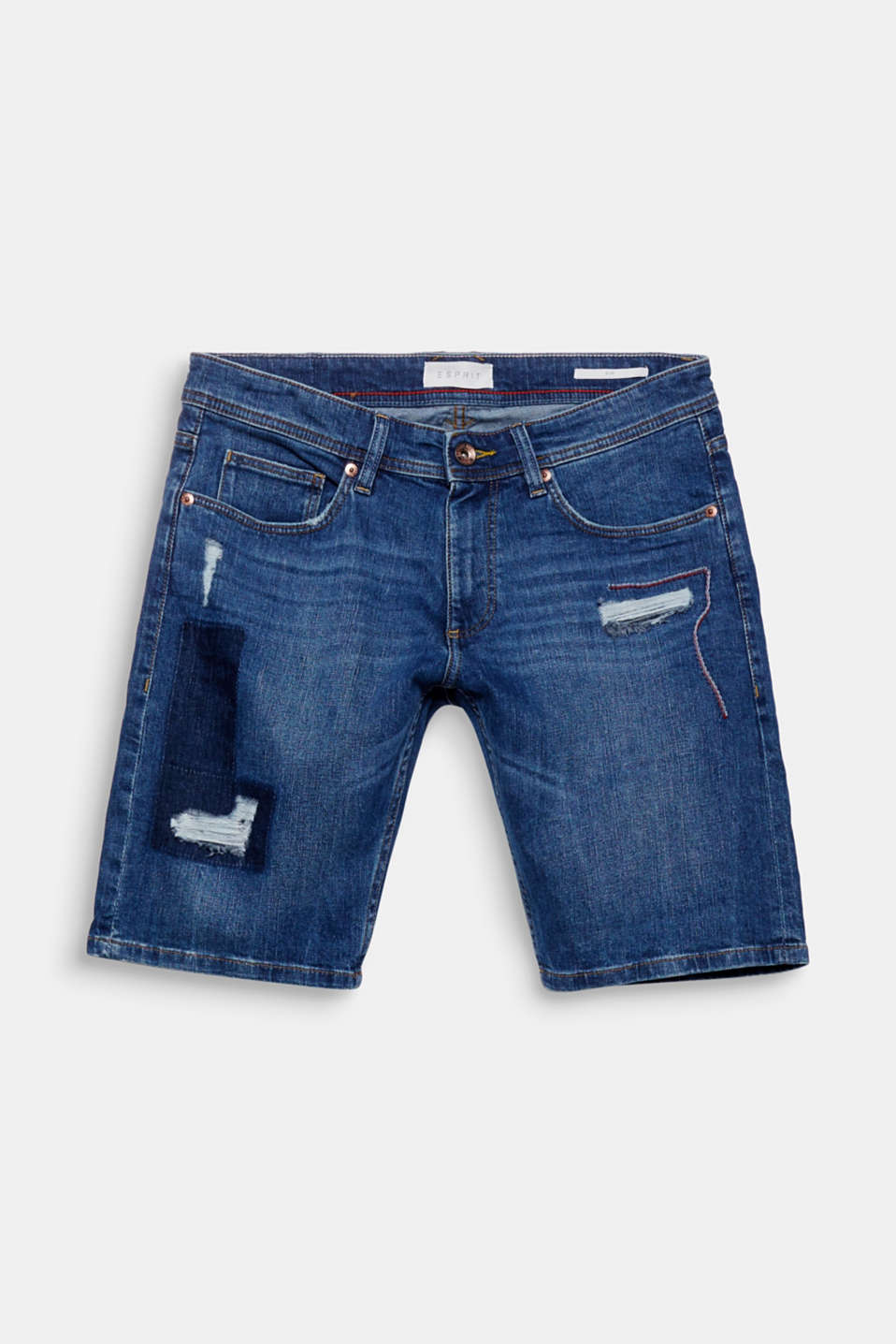 Distressed blue jeans and a white top – you've found the basis for your summer uniform with these denim shorts.