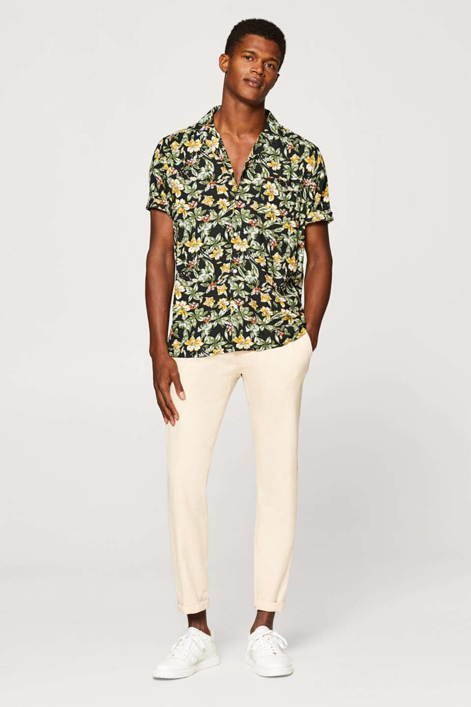 Short sleeve shirt with a floral print and Cuban collar
