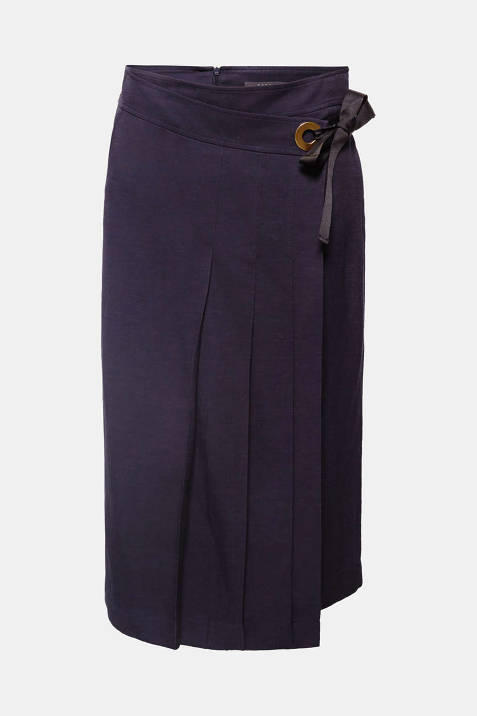 These culottes made of a cool linen blend with a sophisticated pleated front in a feminine wrap-over look are brand new!
