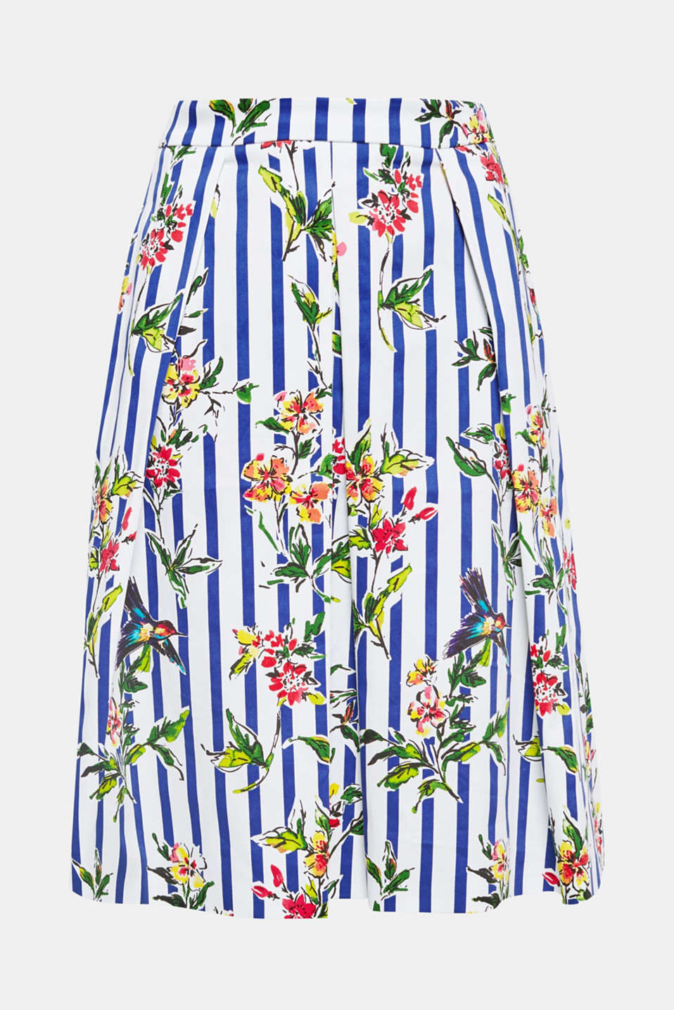 A must have: the colourful combination of patterns and the trendy midi length make this swirling skirt so summery and stylish!