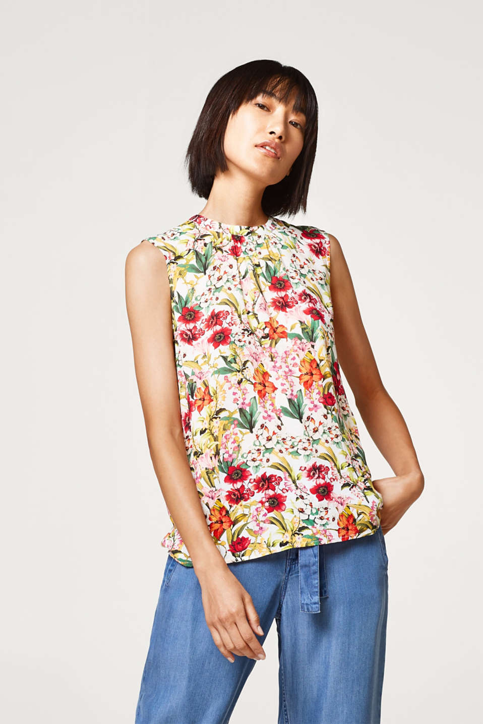 Esprit - Delicate blouse top with a flower print