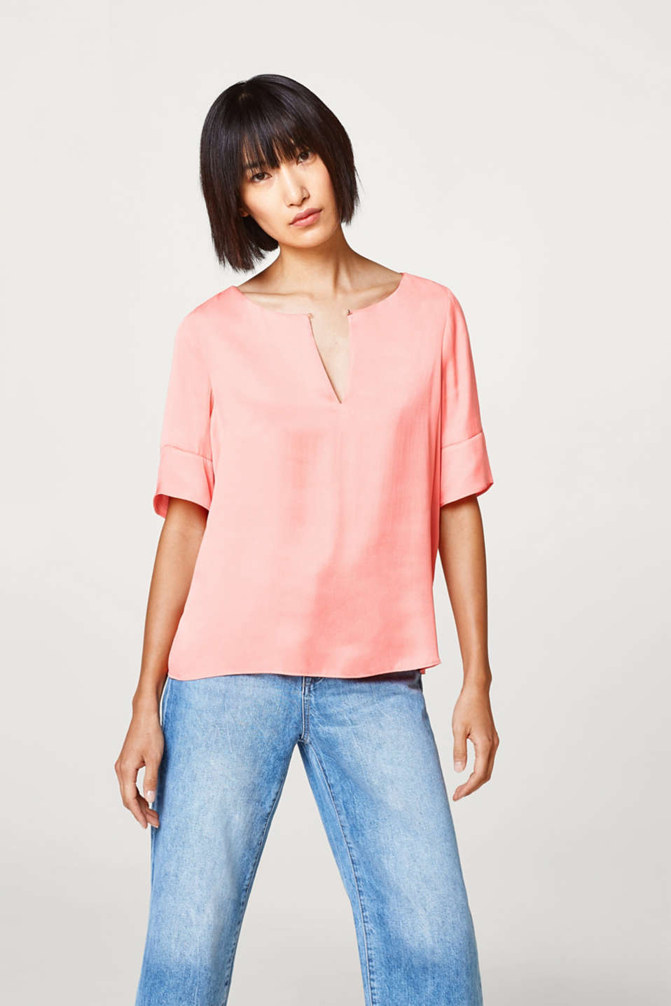 Esprit - Shimmering blouse with pretty details