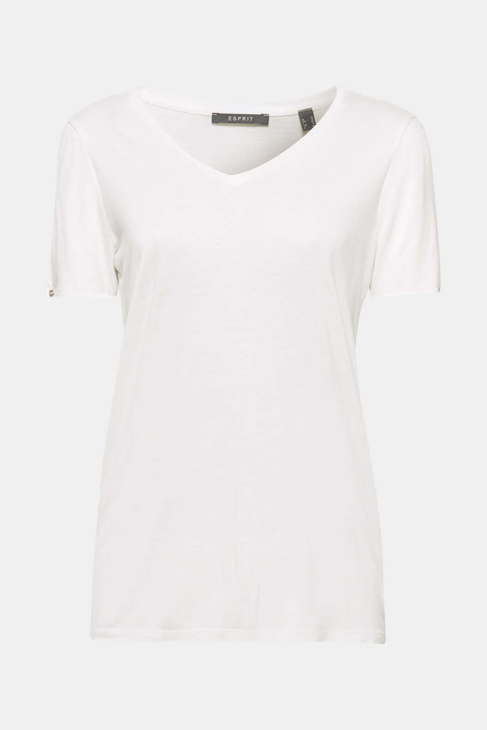 The short sleeves of this flowing T-shirt with a generous V-neckline feature beautiful slits!
