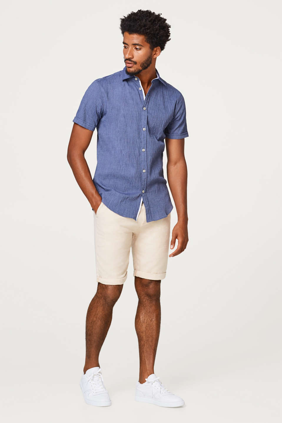Linen blend: finely textured shorts