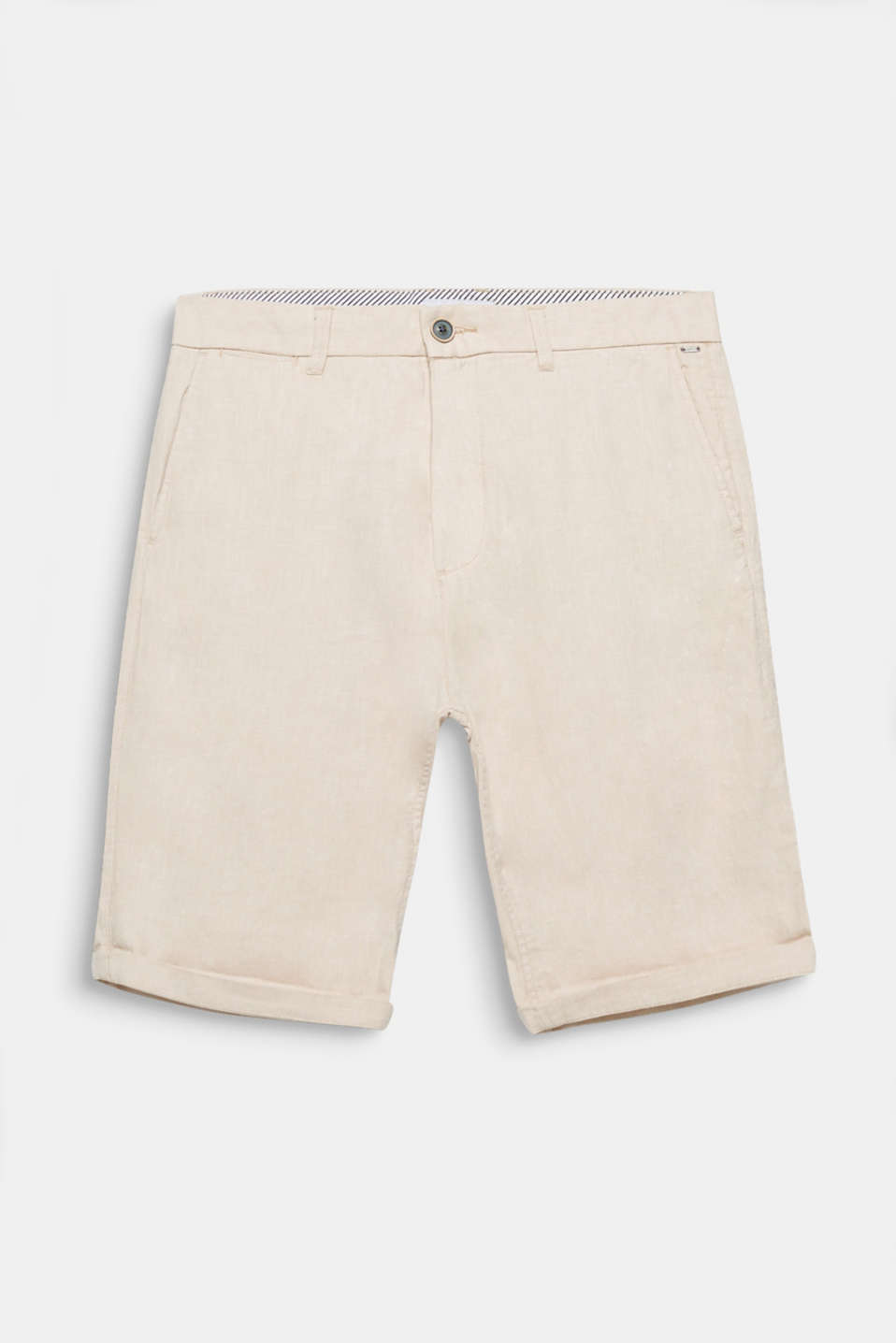 Cool shorts for warm days: always look laid-back out and about in these airily light shorts made of a cotton/linen blend.