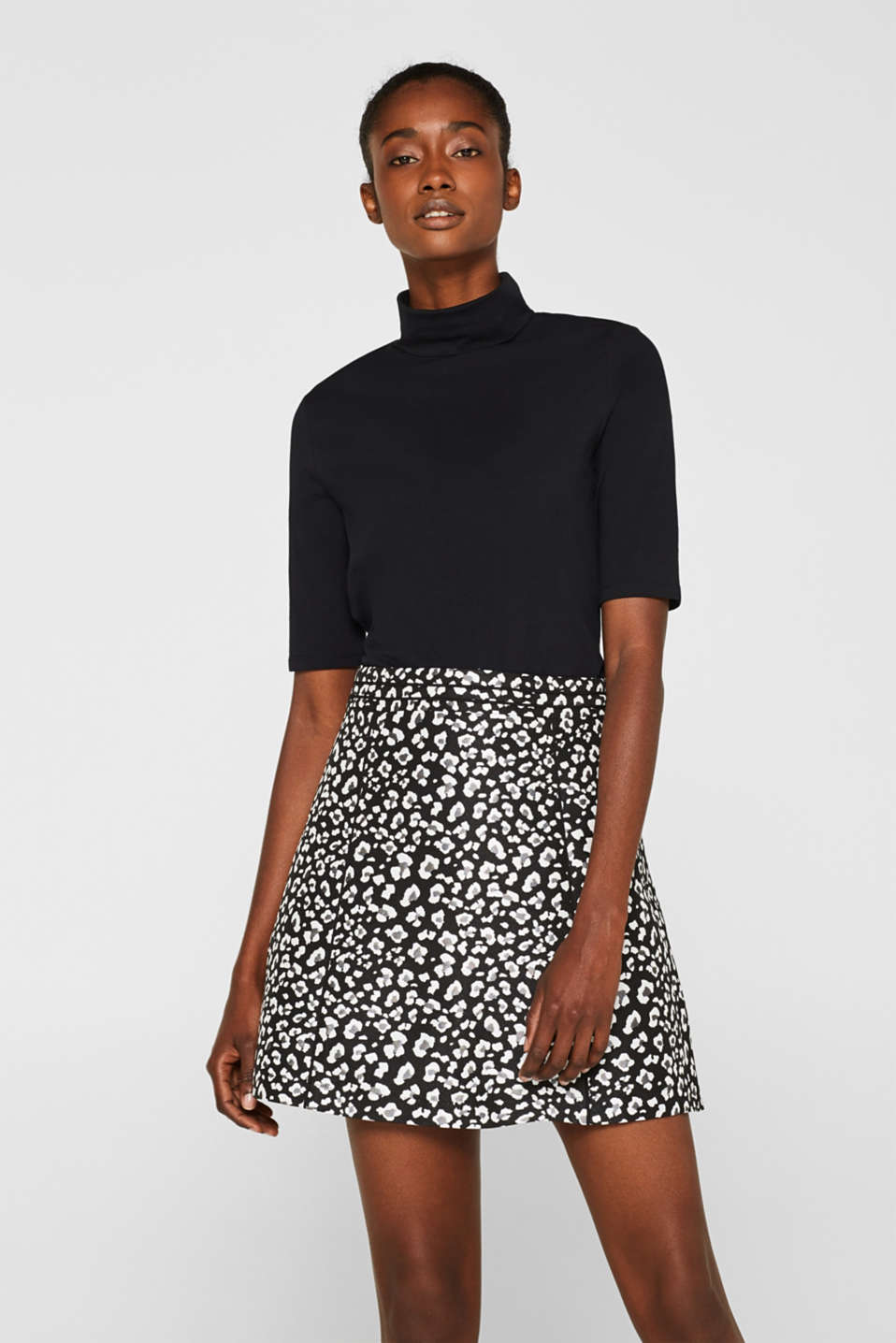 Esprit - Flared jacquard skirt with a leopard pattern