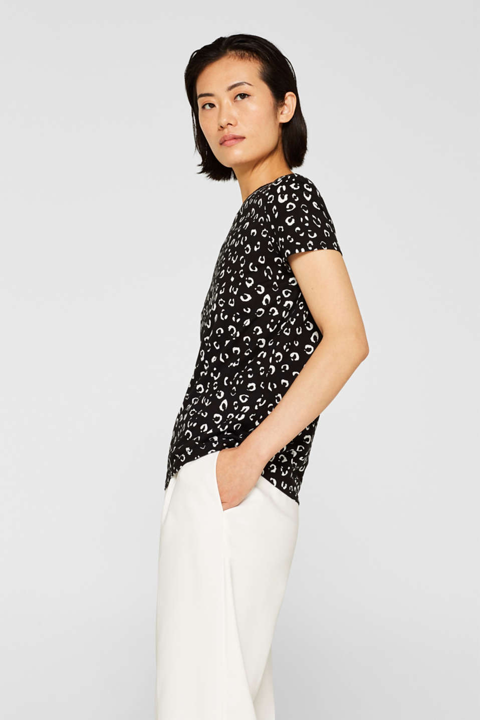 Esprit - T-shirt with a leopard print and ribbed trims