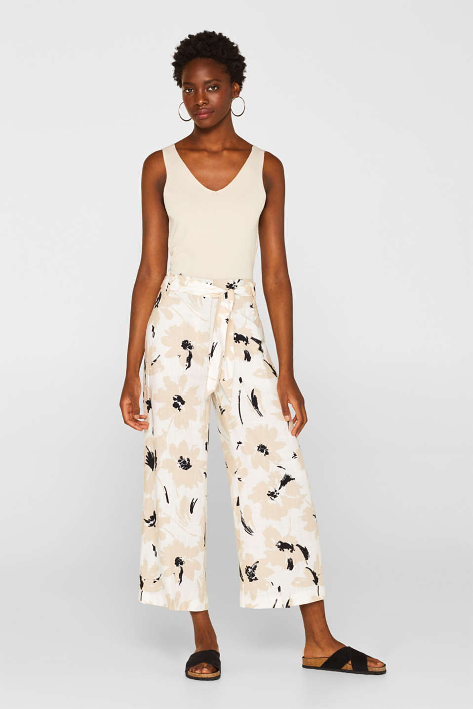 Esprit - Culottes with a tie-around belt and a floral print