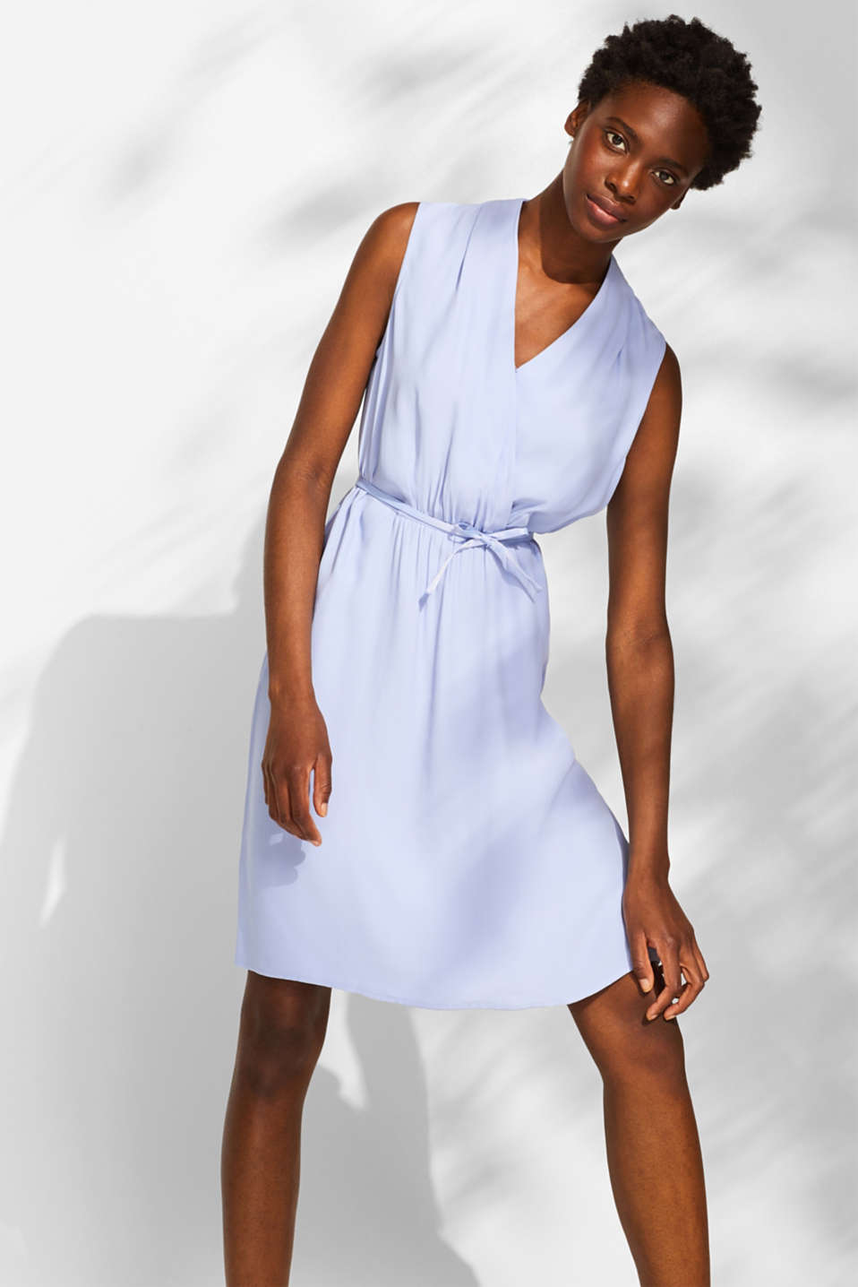 Esprit - Woven dress with shawl collar and ties on the waist