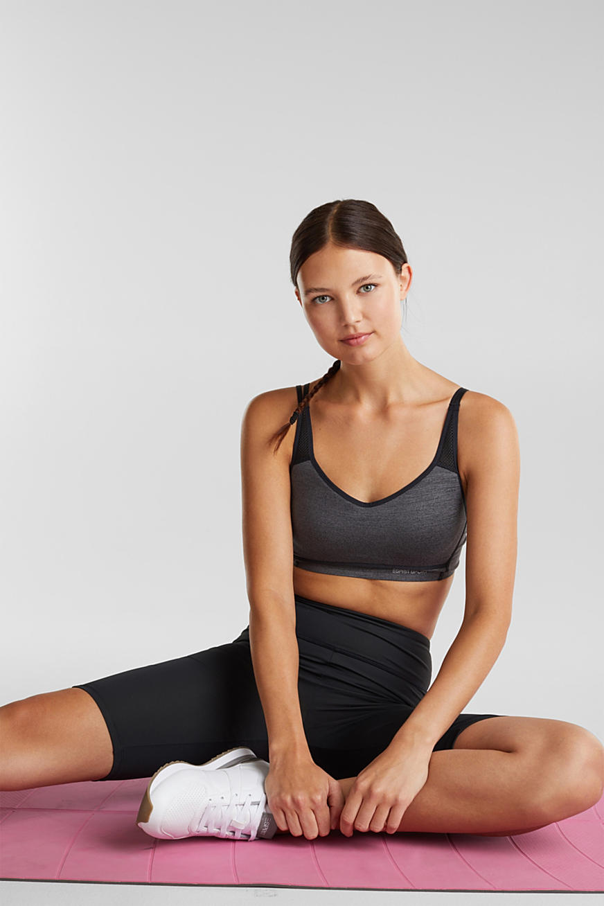 Non-wired, seamless sports bra