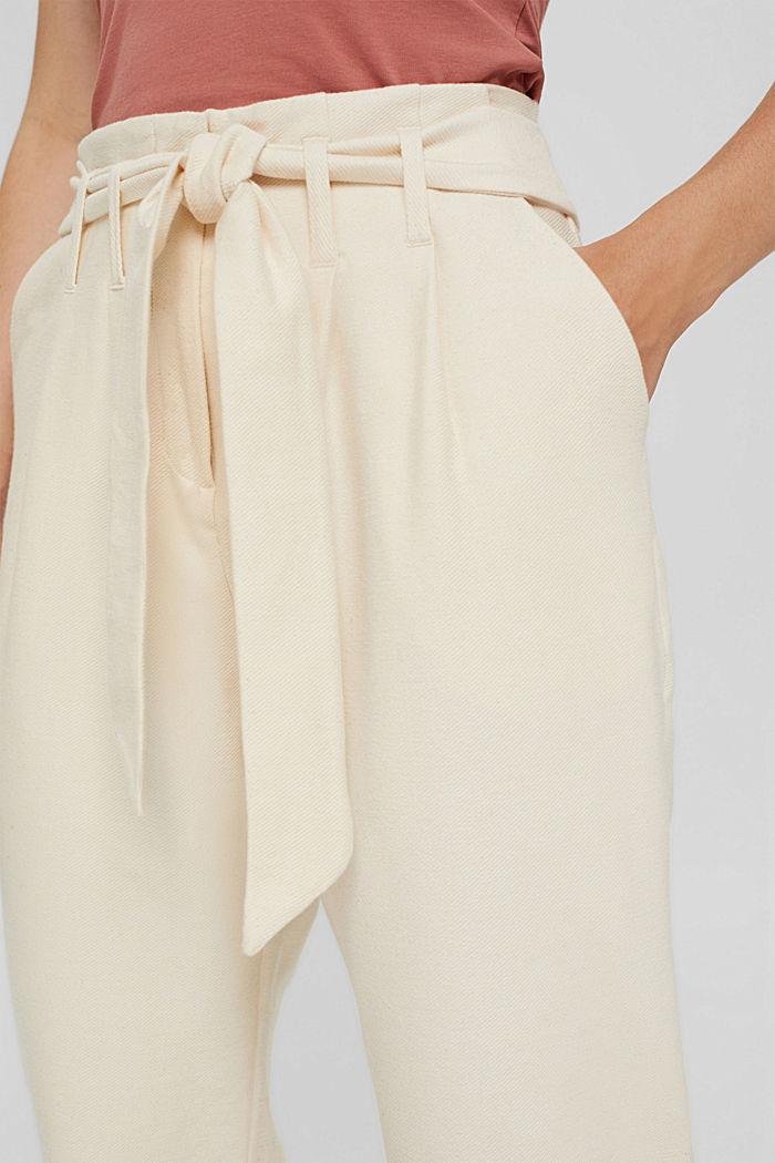 Pantalon de jogging à la coupe tendance, doté d´une ceinture, LIGHT BEIGE, detail image number 2