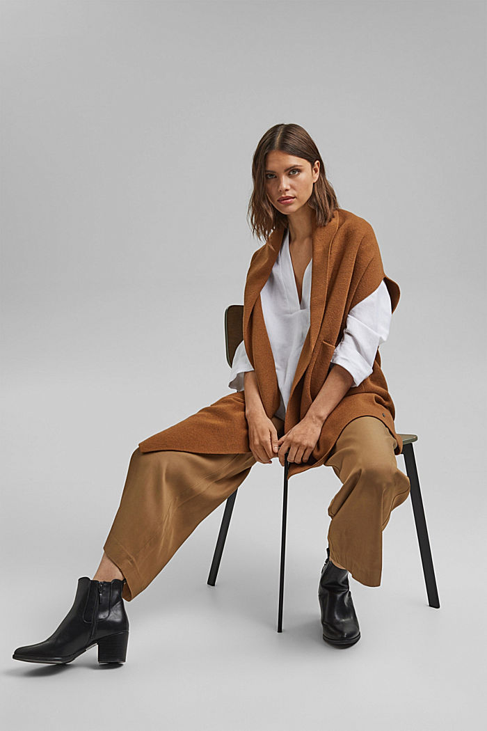 Open poncho with a shawl collar made with recycled material