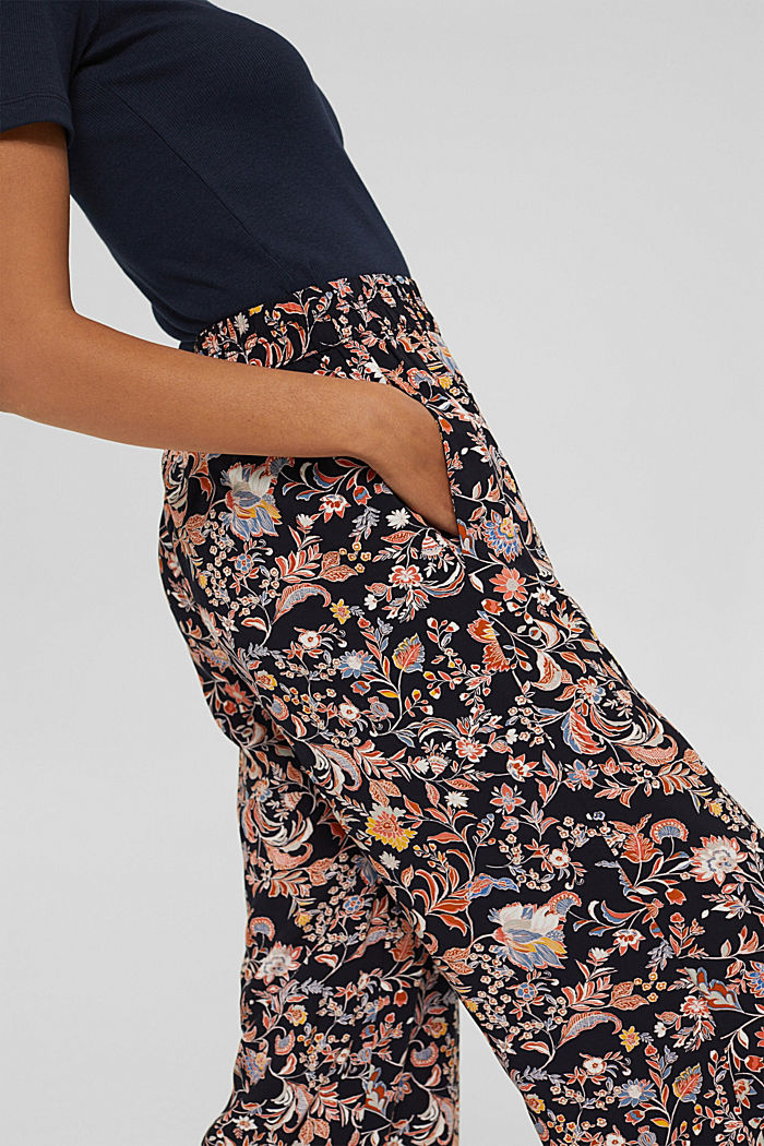 Printed trousers with a wide leg, LENZING™ ECOVERO™, NAVY, detail image number 2