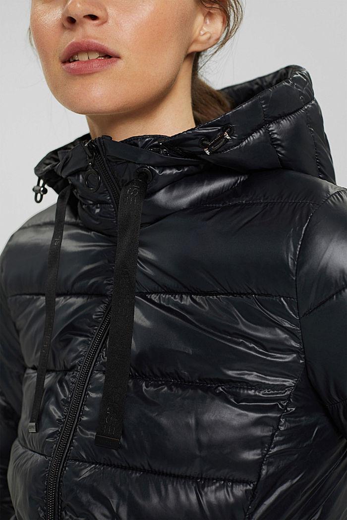 En matière recyclée: le manteau matelassé léger à capuche, BLACK, detail image number 2