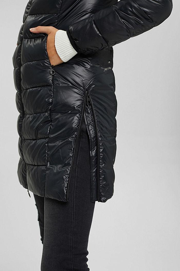 En matière recyclée: le manteau matelassé léger à capuche, BLACK, detail image number 5