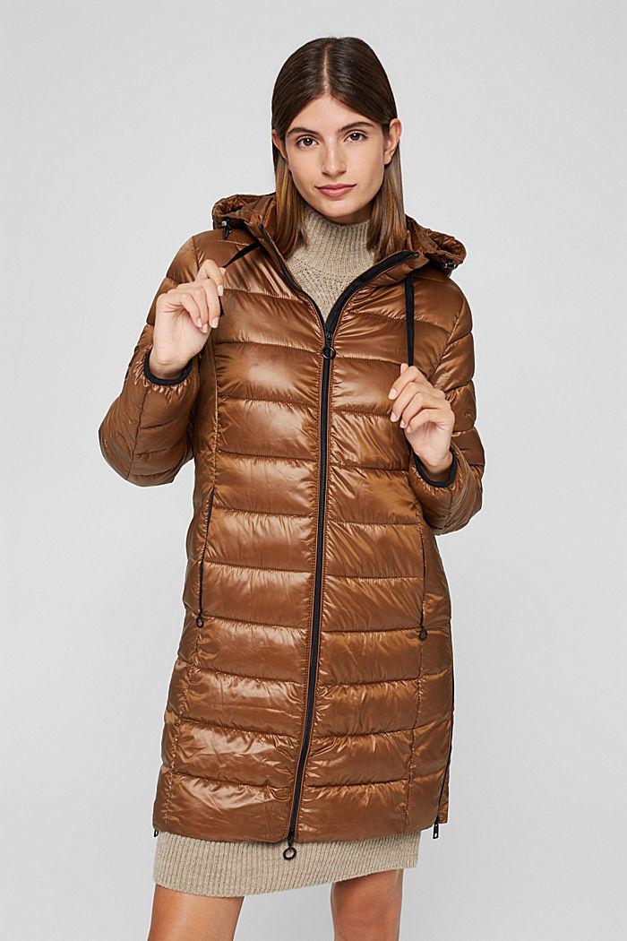 Z recyklingu: cienki, pikowany płaszcz z kapturem