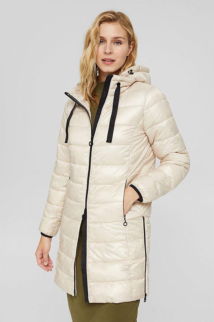 En matière recyclée: le manteau matelassé léger à capuche