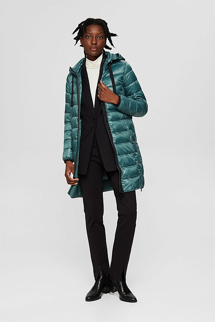 Reciclado: abrigo acolchado ligero con capucha