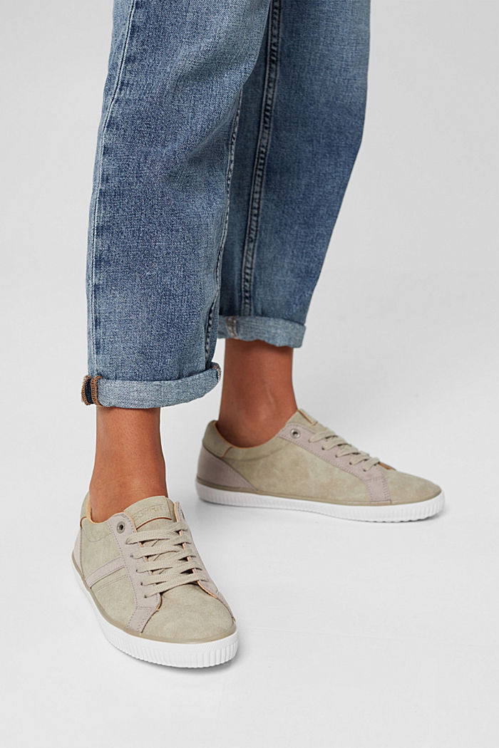 Sneakers in Lederoptik