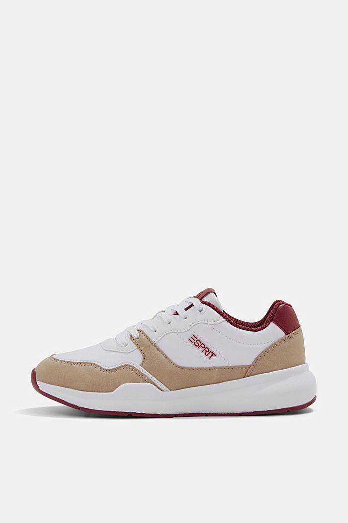 Sneakers im Material-Mix