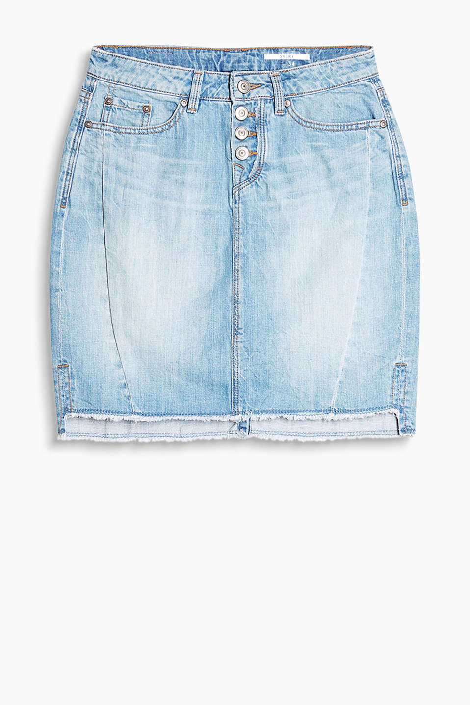 Garment-washed denim skirt in 100% cotton with a frayed hem edge and a button placket