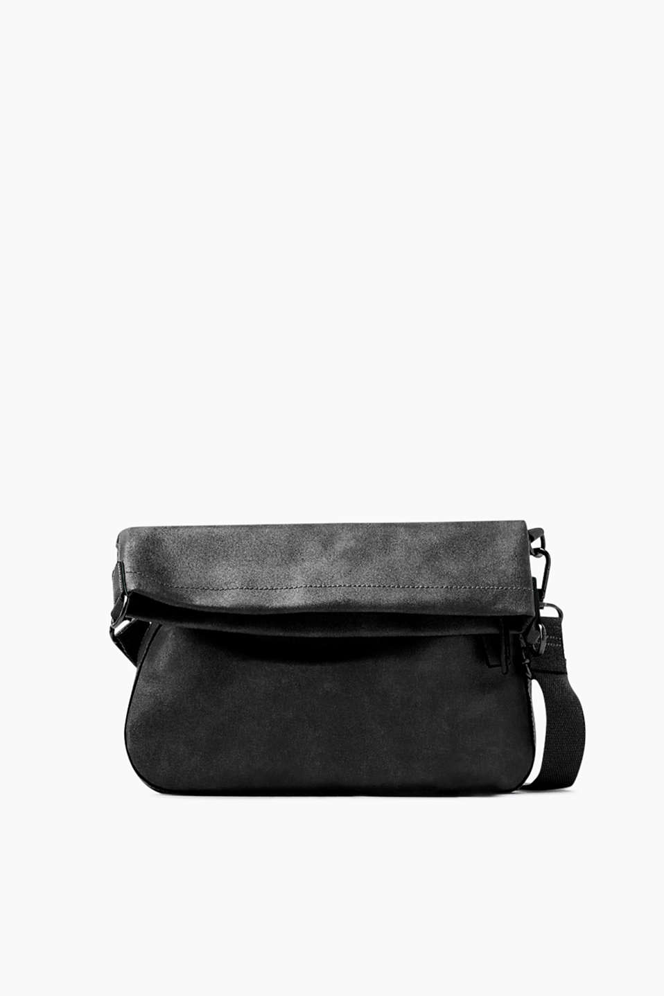 Flat shoulder bag in faux leather with an additional zip compartment and an adjustable height