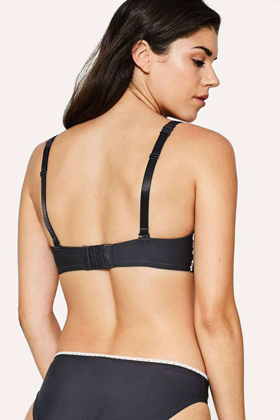 Big-cup bra with multi-way straps
