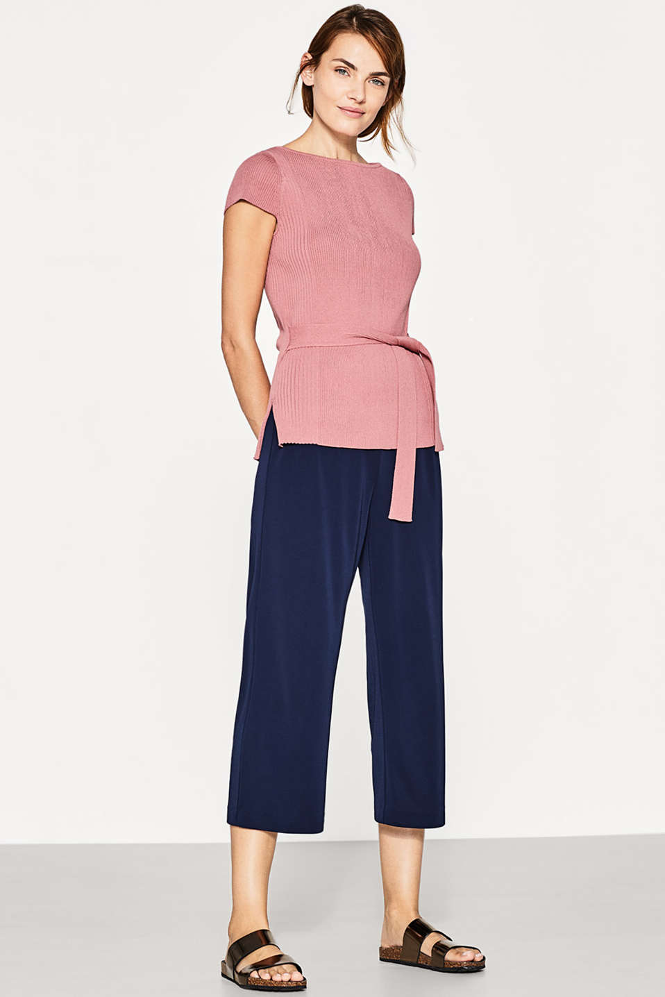 Esprit - Figure-enhancing crêpe yarn jumper + belt
