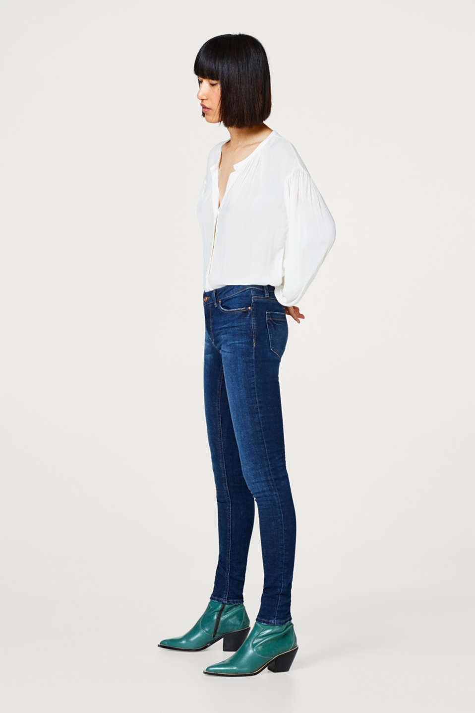 Stretch jeans with washed out or distressed effects