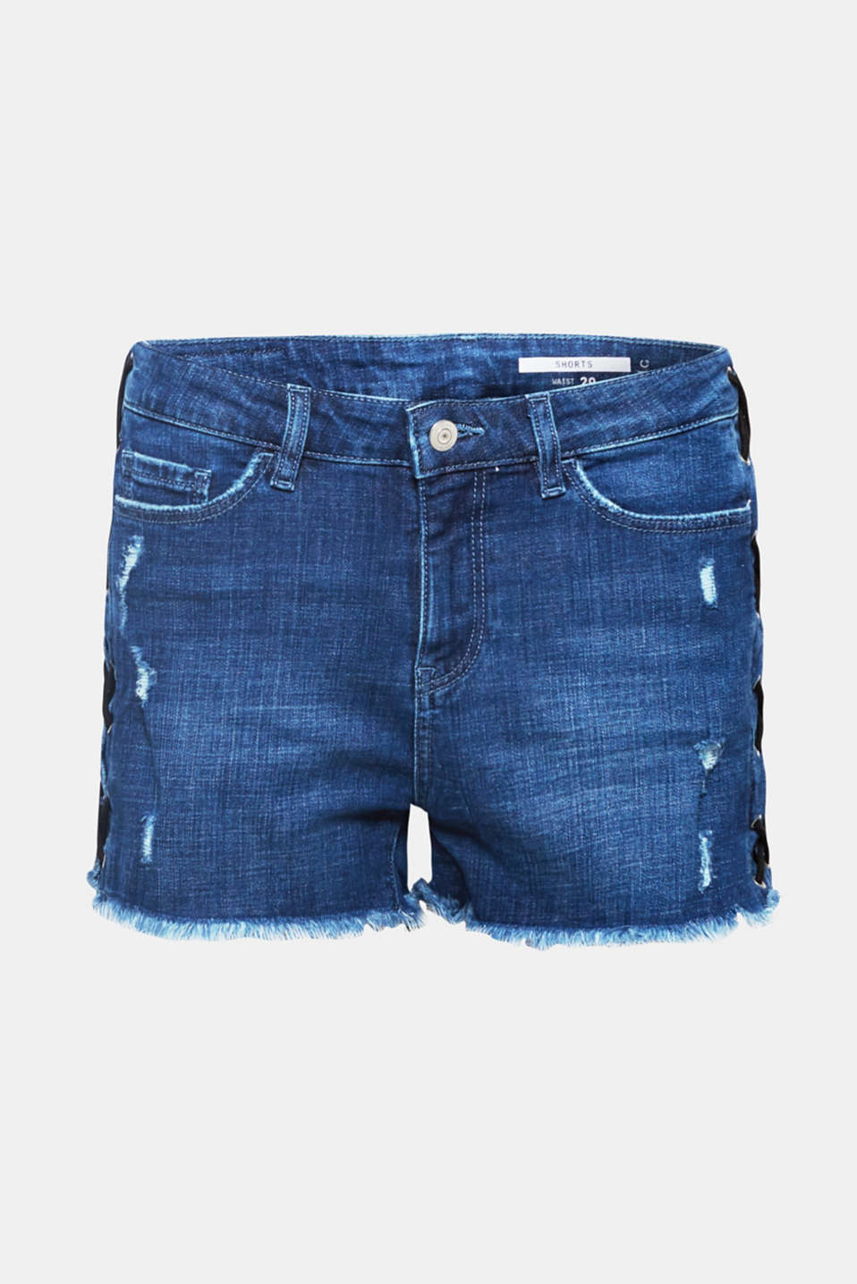 A trend piece! Distinctive lacing on the side seam gives these denim shorts their stylish look.