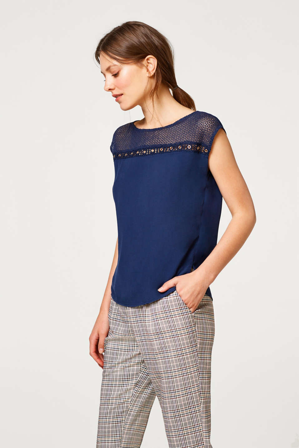 edc - Blouse top made of crêpe with lace trim