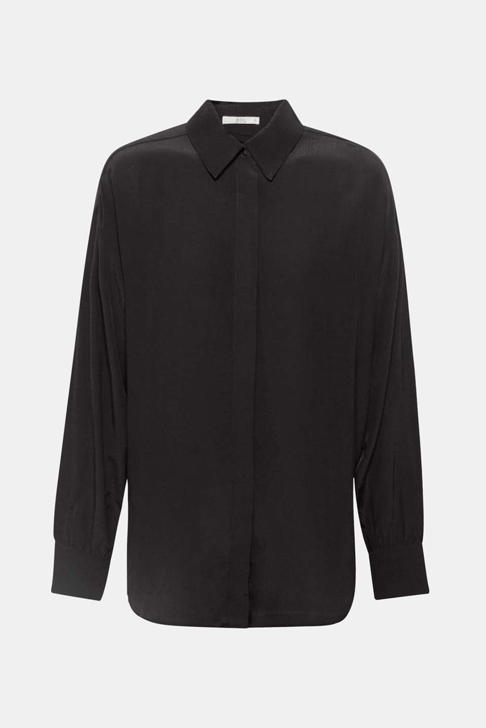 Simply casual and goes with almost everything: floaty blouse with a concealed button placket and high-low hem.