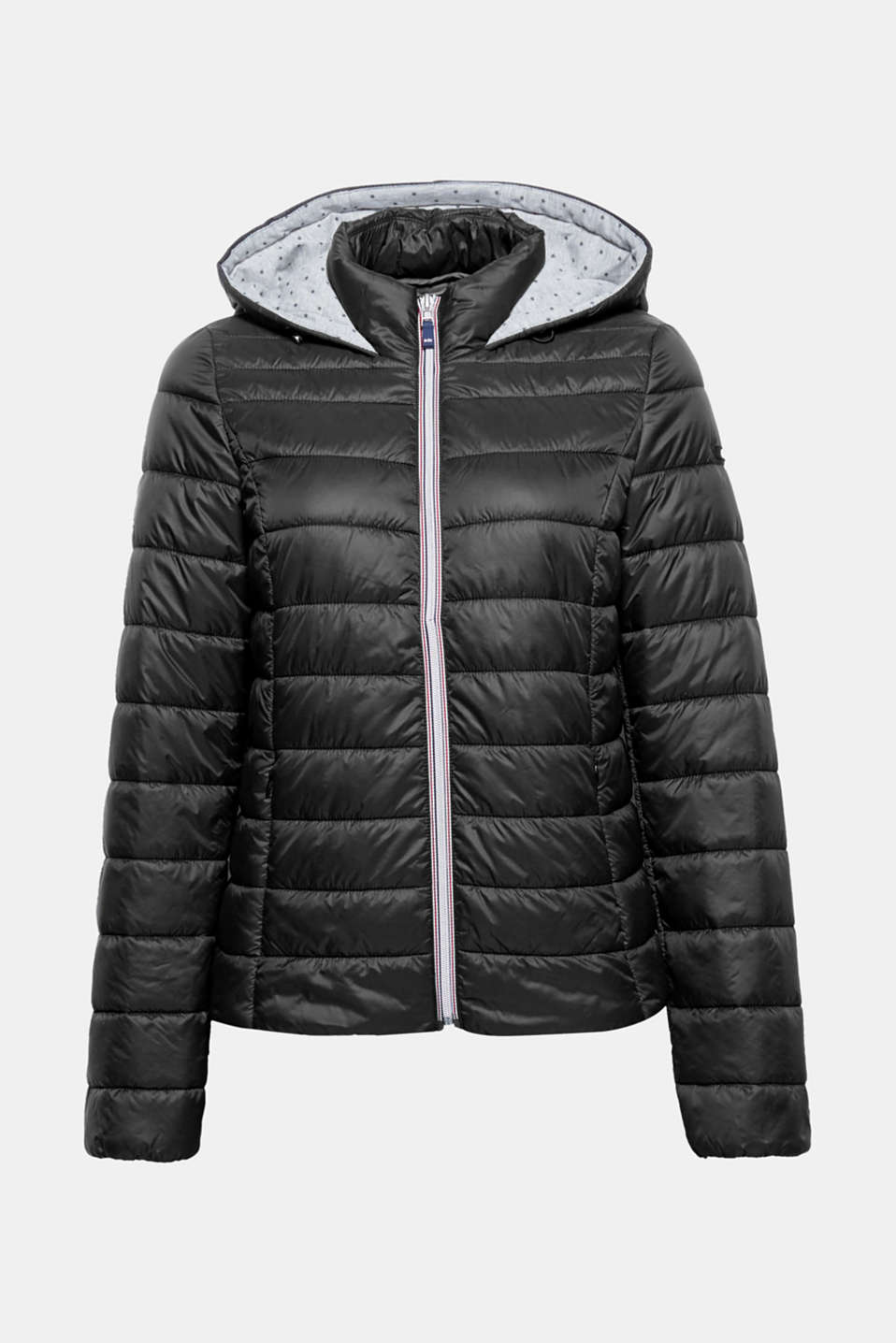 This lightweight quilted jacket with a functional hood and a straight, comfortable cut is a practical trend piece for between the seasons.