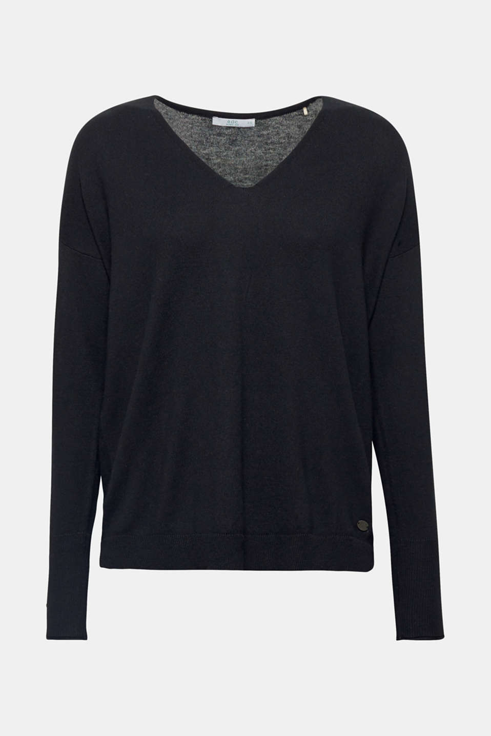 Understated, casual and sustainable: its on-trend, oversized silhouette and soft yarn containing exceptionally high-quality organic cotton make this jumper something else.