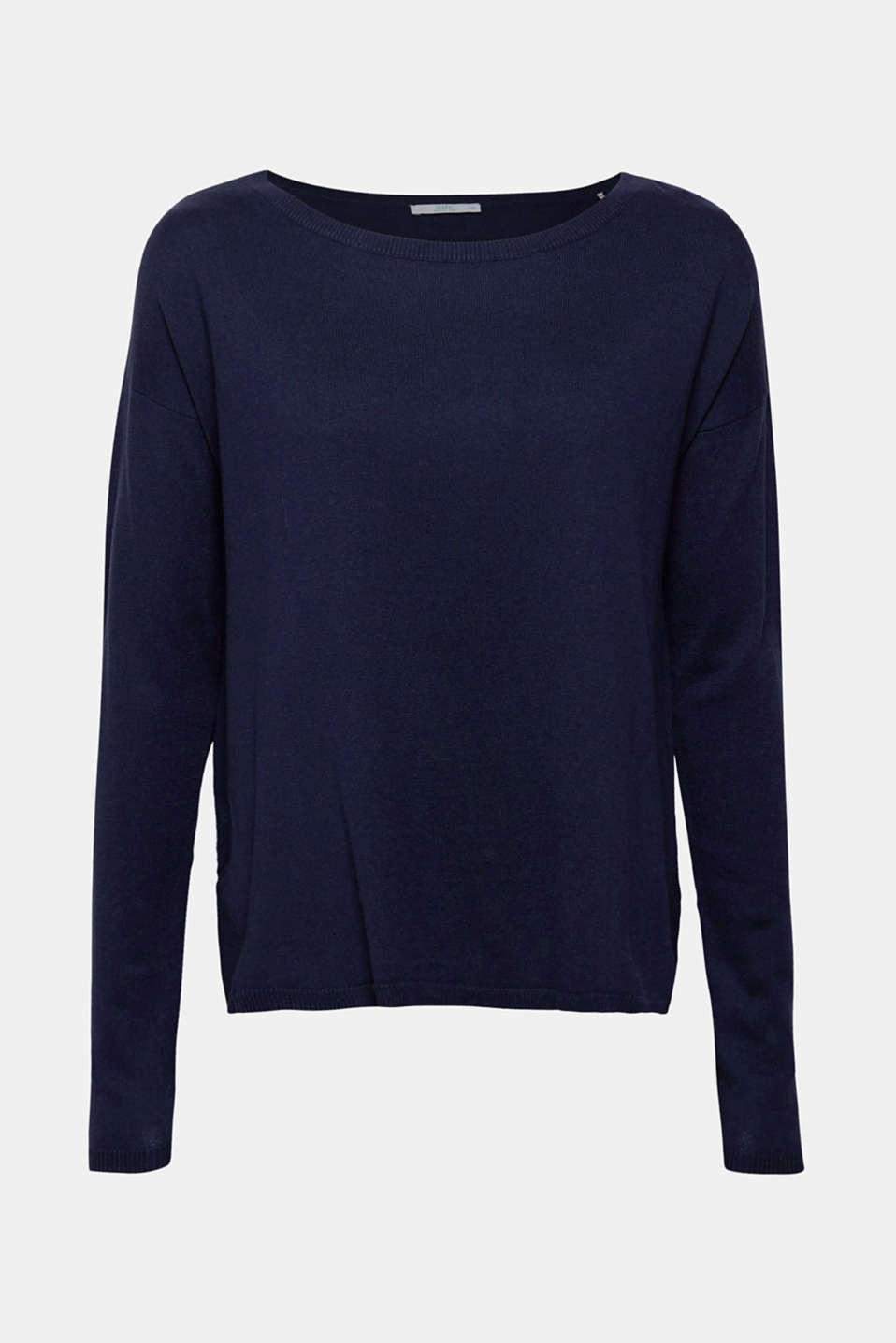 The perfect essential piece, this casual fine knit jumper comes with a large neckline, side slits and gently processed, high-quality organic cotton!