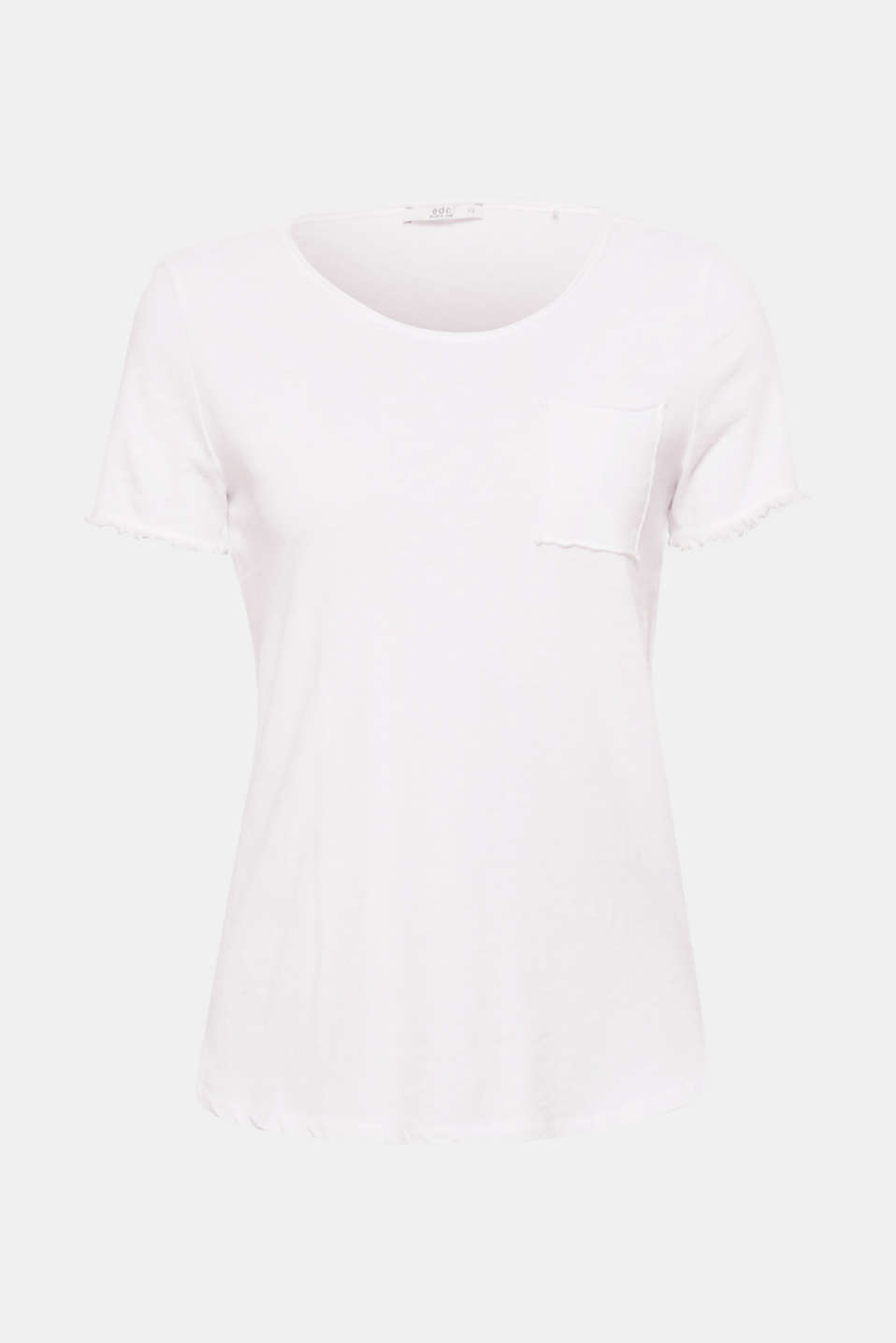 The airy texture, fine fringing and casual rolled edge give this T-shirt a trendy casual look!